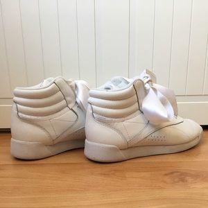 los más valorados fábrica auténtica captura Reebok Shoes | X Ariana Grande Collab Ribbon Sneakers | Poshmark